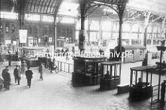 Altes Bild vom Bahnhof in Altona - Schalter für Fahrkartenverkauf / ca. 1935.
