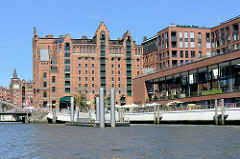 Internationales Maritimes Museum Hamburg am Magdeburger Hafen in der Hafencity - Promenade Elbarkaden, Elbtorpromenade.