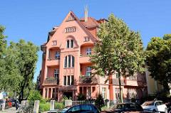 Mehrstöckiges Wohnhaus, Balkons - Gründerzeitgebäude, Nansenstrasse / Potsdam.