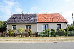 Unterschiedliche Fassadengestaltung - Dachdeckung, Wohnhäuser / Reihenhaus in Zehdenick.