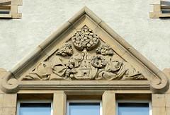 Wappen von Altona / Elbe - Gymnasium ALLEE - Max Brauer Allee in Hamburg Altona; 1876 als höhere Töchterschule gegründet.