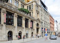 Historische Architektur in der Hamburger Neustadt - Grosse Bleichen; Geschäftshaus mit Wohnungen.