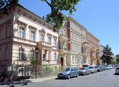 Wohnhäuser in der Helene Lange Strasse von Potsdam - Mietshäuser in historisierendem Baustil, Gründerzeit-Architektur.