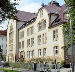 Gymnasium ALLEE - Max Brauer Allee in Hamburg Altona; 1876 als höhere Töchterschule gegründet.