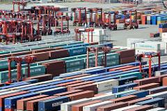 Containerlager im Hamburger Hafen - Containerterminal EUROGATE.