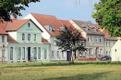 Wohnhäuser in unterschiedlichen Baustilen - Am Kirchplatz / Zehdenick, Brandenburg.