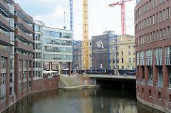 Blick von der Ellerntorsbrücke in das Herrengrabenfleet und zur Stadthausbrücke in der Hamburger Neustadt.