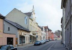 Unterschiedliche Bauformen in der  Dammhaststrasse von Zehdenick; Geschäftshäuser und Wohngebäude.
