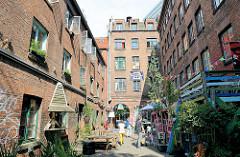 Häuser im Hamburger Gängeviertel - zwölf alte Häuser sollten 2009 laut Planungen im Gängeviertel zu 80% abgerissen und der Rest restauriert und aufgestockt werden.