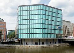 Bürogebäude / Verwaltunsgebäude am Fleet - Neubau mit Glasfassade, Bilder aus dem Hamburger Stadtteil Neustadt.