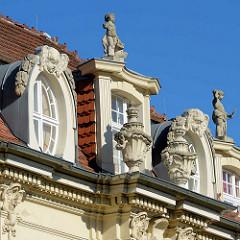Palais mit Turm und Stuckelementen - prachtvolle Gründerzeitarchitektur, Baustil Historismus; Hebbelstrasse / Kurfürstenstrasse, Potsdam.