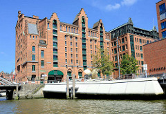 Maritimes Museum Hamburg am Magdeburger Hafen in der Hafencity - Promenade Elbarkaden, Elbtorpromenade.