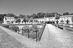 Garde-Ulanen-Kaserne in Potsdam - die Gebäude wurden in den Jahren von 1861 bis 1879 im normannischen Burgenstil für eine Einheit der Ulanen errichtet. Umnutzung als Bürogebäude.