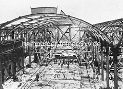 Bau des Altonaer Bahnhofs - Bahnhofshalle, ca. 1895.