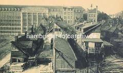 Abriss der Fachwerkgebäude / Wohnhäuser im Gängeviertel an der Hamburger Steinstrasse - im Hintergrund das neu errichtete Verwaltunsgebäude der Rudolf Karstadt AG; erbaut 1924 - neoklassizistische Sandstein-Fassade - Architekt Philipp Schaefer.