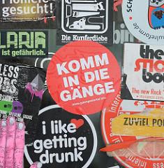 Schilder einer Hauswand im Hamburger Gängeviertel - komm in die Gänge.