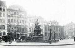 Lessingdenkmal ca. 1903 auf dem Hamburger Gänsemarkt, aufgestellt 1881, von Fritz Schaper entworfen.