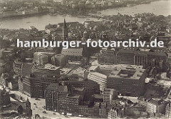 Luftaufnahme Kontorhausviertel; im Bildzentrum das Chilehaus, lks. davon das Klingbergfleet und re. der Messberghof.