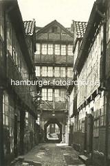 Historische Bilder aus dem Hamburger Gängeviertel - Breiter Gang - Toreinfahrt.