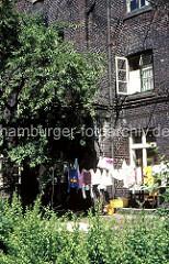Wäsche trocknet in einem Hinterhof an der Speckstrasse, Valentinskamp in der Hamburger Neustadt.