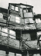 Alte Fotos aus dem Gängeviertel Hamburgs - Giebelwand; altes Fachwerkhaus.
