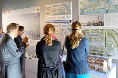 Die Entwürfe des zweiten und dritten Platzes  für die Entwicklung des Quartiers Ebbrücken werden im Kesselhaus der Hamburger Hafencity vorgestellt.