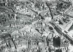 Luftaufnahme vom Hamburger Gängeviertel in der Neustadt - im Bildzentrum die Kreuzung Wex-Strasse / Kaiser Wilhelm Strasse / Grosse Bleichen; am unteren Bildrand die Ellerntorsbrücke.