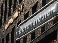 Der Burchardplatz bildet das Zentrum des Hamburger Kontorhausviertels - der Platz ist nach dem ehemaligen Hamburger Bürgermeister Johann Heinrich Burchard benannt (1852 - 1912).