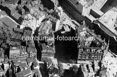 Historische Luftaufnahme vom Herrengrabenfleet - unten die Ellerntorsbrücke, re. davon der sogen. Millionenbau, erbaut 1895; dahinter die Stadthausbrücke.