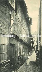 Historische Bilder aus dem Hamburger Gängeviertel - schmaler Gang, Kopfsteinpflaster - Spitaler Strasse.