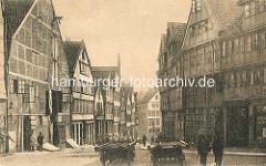 Historische Bilder aus dem Hamburger Gängeviertel -  Blick vom Teilfeld zum Herrengraben - Pferdefuhrwerk und Passanten.