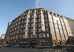 Eingangsbereich vom Klinker-Kontorhaus Montanhof. Das expressionistische Klinkergebäude im Hamburger Kontorhausviertel wurde von den Architekten Distel + Grubitz entworden und 1926 fertig gestellt.