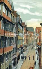 Historische Bilder aus dem Hamburger Gängeviertel - Blick in die Mohlenhofstrasse, Geschäfte + Passanten.