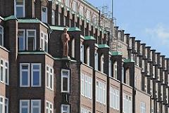 Hausfassade vom Montanhof in der Niedernstrasse - das expressionistische Bürogebäude ist Teil des Hamburger Kontorhausviertel. Das Kontorgebäude wurde von den Architekten Distel + Grubitz entworfen und 1926 fertig gestellt.