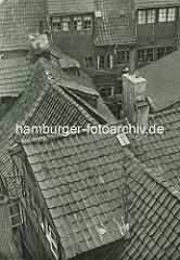 Alte Fotos aus dem Gängeviertel Hamburgs - Dächer und Schornsteine vom Kornträgergang.