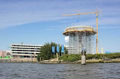 Baustelle am Baakenhöft, Baakenhafen in der Hamburger Hafencity - Baugerüst für das sogen. Lighthouse Zero, Wohnturm mit 360° Panorama.