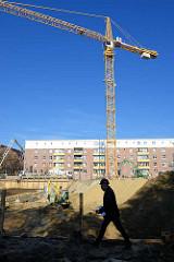 Baukran, Baustelle bei den abgerissenen Backsteingebäuden ELISA in Hamburg Hamm.