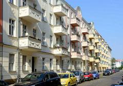 Gründerzeit Wohnblocks mit Balkons / Dekorelementen in Potsdam, Stadtteil Babelsberg.