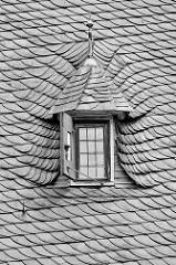 Schieferdach / Dachfenster vom Reinbeker Schloss. Das Schloss Reinbek in Reinbek wurde als eine der Nebenresidenzen des herzoglichen Hauses Schleswig-Holstein-Gottorf im 16. Jahrhundert errichtet. Es gehört zu den frühesten Bauten aus der Herrschafts