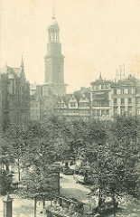 Blick auf den Hamburger Grossneumarkt, Stadtteil Neustadt; Marktstände und historische Architektur / Wohnhäuser, Kirchturm der St. Michaeliskirche.