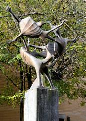 Skulptur Hexenflug / Witches in flight, 1973 - Gisela Engelin-Hommes / Pepermöhlen in Hamburg, Stadtteil Altona Altstadt.