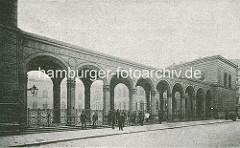 Colonnaden vom  Hamburger Johanneum auf dem Domplatz - fertiggestellt 1840, Architekten  Carl Ludwig Wimmel und Franz Gustav Forsmann; Blick vom Speersort.