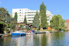 Schrebergarten mit Bootsanleger, Wohnungsneubau am Rückerskanal / Mittelkanal in Hamburg Hamm.