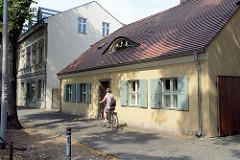 Weberhäuser im Babelsberger Weberviertel - Fensterluken und Ochsenauge als Dachgaube am Hausdach.