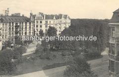 Historische Luftaufnahme von der Grünanlage zwischen Grasweg und Barmbeker Strasse in Hamburg Winterhude - mehrstöckige Gründerzeithäuser.