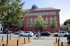 Schulgebäude der Bruno H. Bürgel Schule in Babelsberg / Potsdam.
