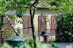 Hinterhof, Garten mit Schuppen; Kolonie Daheim - Baugenossenschaft 1897 für die Arbeiter der Königlichen Eisenbahnwerkstätten gegründet. Wohnhäuser für ursprünglich 800 EinwohnerInnen - das Wohngebiet steht unter Denkmalschutz.