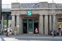 Bahnhof Babelsberg - S-Bahnstation; ehem. Haltepunkt für die Hofzüge des preußischen Königs.