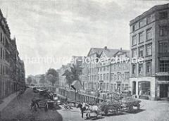 Altes Bild vom Rödingsmarktfleet in der Hamburger Altstadt - Pferdewagen mit Ladung stehen auf der Strasse - Kontorhäuser und Geschäfte. Bis 1842 führte das Rödingsmarktfleet vom Mönckedammfleet zum Binnenhafen. Nach dem Brand von 1842 wurde da