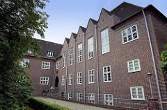 Sachsenwaldschule / Gymnasium - 1925/26 erbaut; Baustil Klinkerexpressionismus - Architekt Heinrich Bomhoff; Schulstrasse in Reinbek, Kreis Stormarn / Bundesland Schleswig-Holstein.